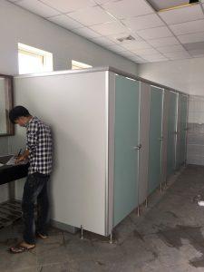 Bàn giao hoàn thành vách ngăn nhà vệ sinh