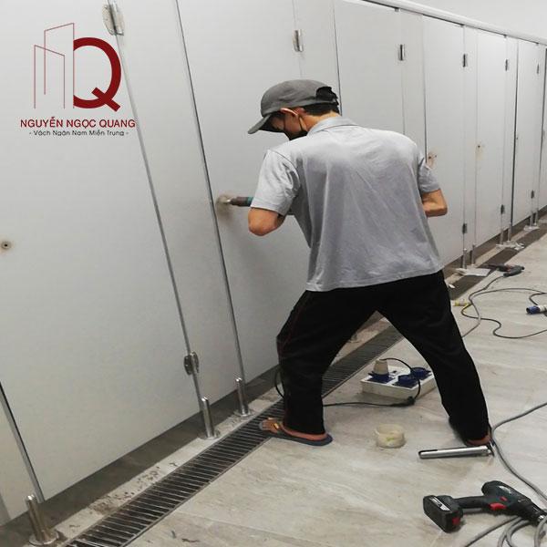 thi công vách ngăn nhà vệ sinh giá rẻ tại tphcm