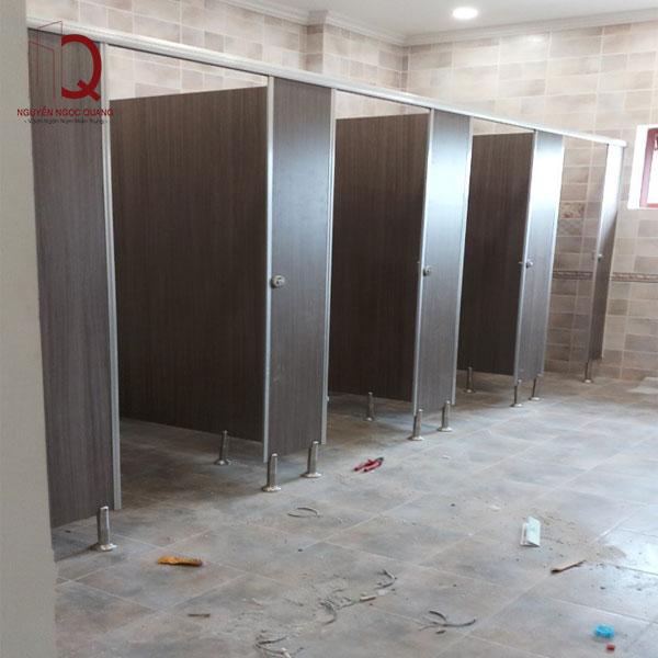 vách ngăn vệ sinh tại bệnh viện lao phổi