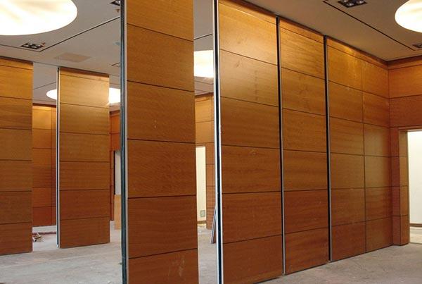 Vách ngăn văn phòng bằng gỗ công nghiệp