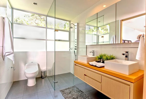 vách ngăn nhà vệ sinh bằng kính